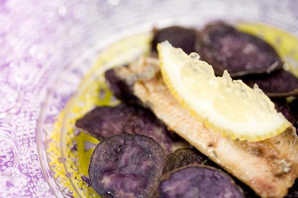 Photographie culinaire chips de vitelottes aux sardines