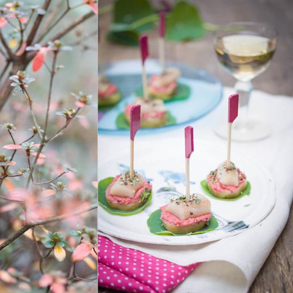Photographie culinaire toasts de pommes de terre, kipper et beurre rose