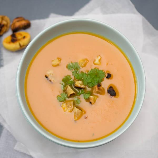 Photographie culinaire velouté au potiron et châtaignes