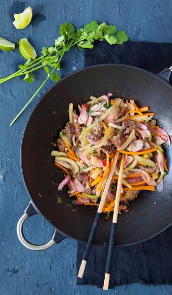 wok de boeuf aux légumes thaï